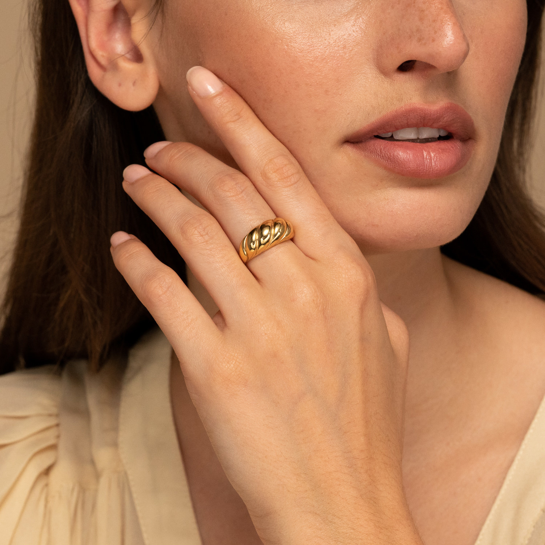 black friday fashion editor shopping list jewelry mejuri