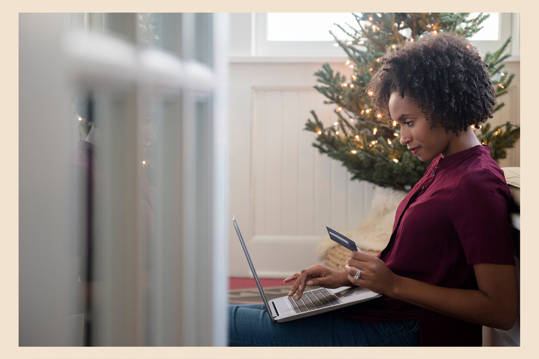 how to save money holiday shopping