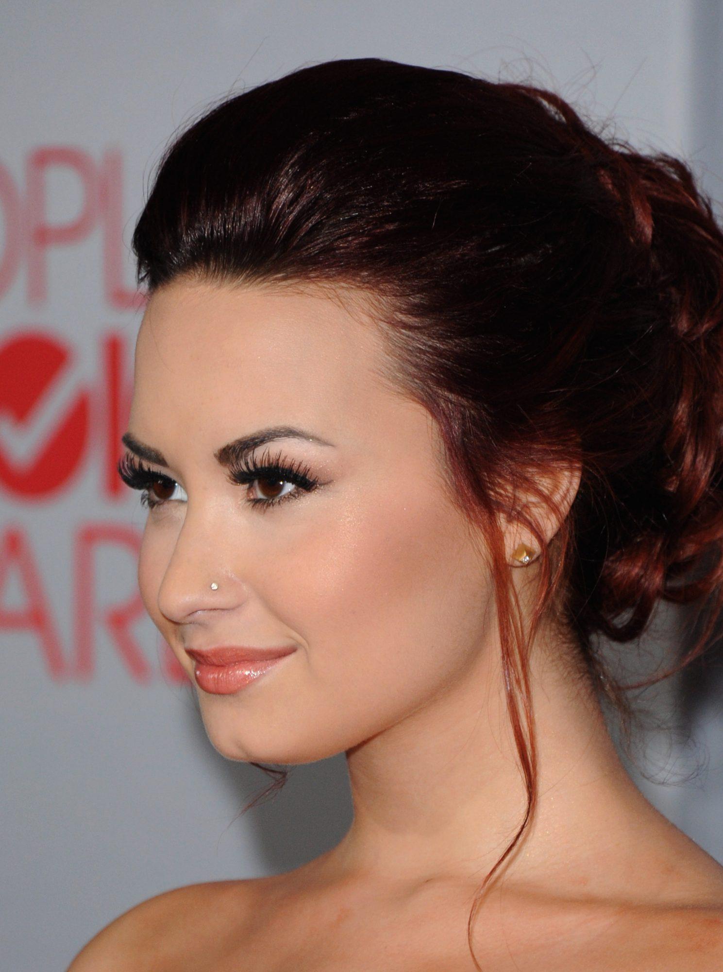 Demi Lovato nose ring