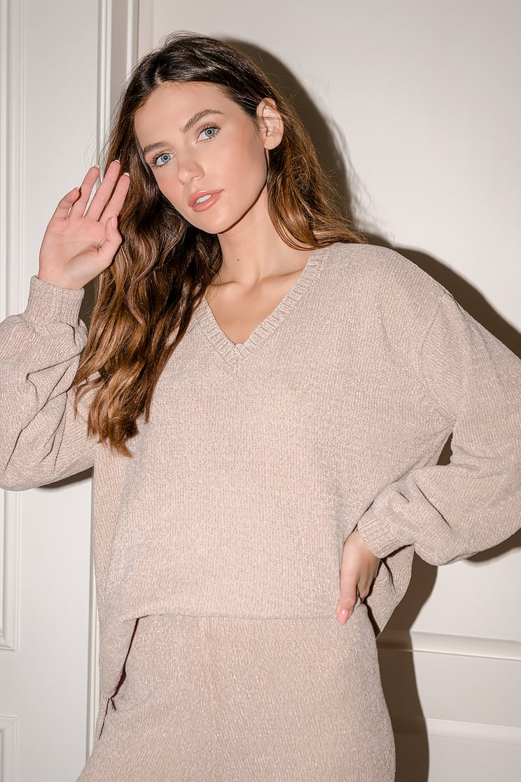 Lulus beige sweater New Years Eve outfit