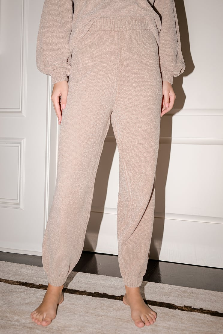 Lulus joggers and sweater New Years Eve outfit