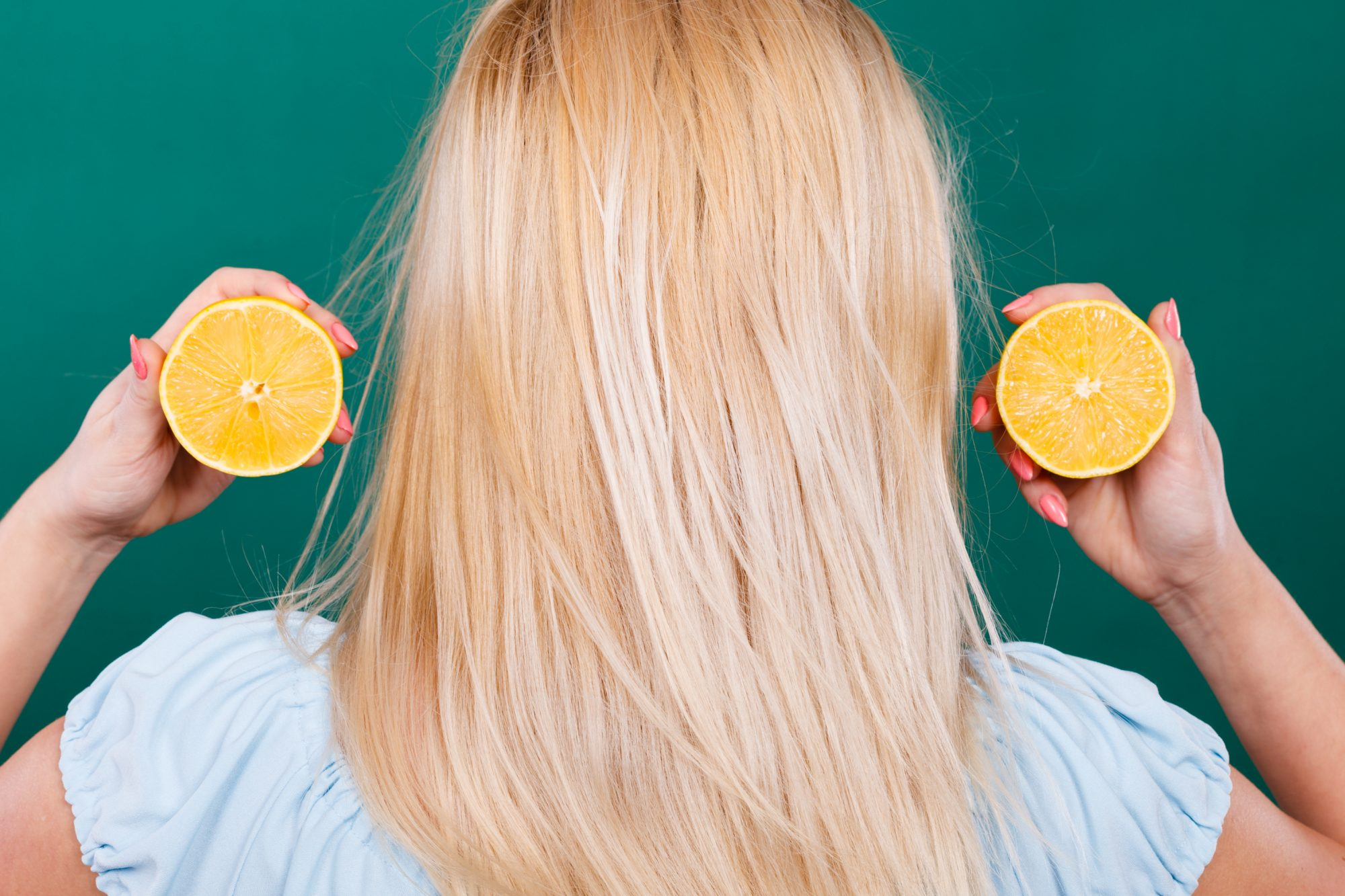 how to lighten hair naturally with lemon