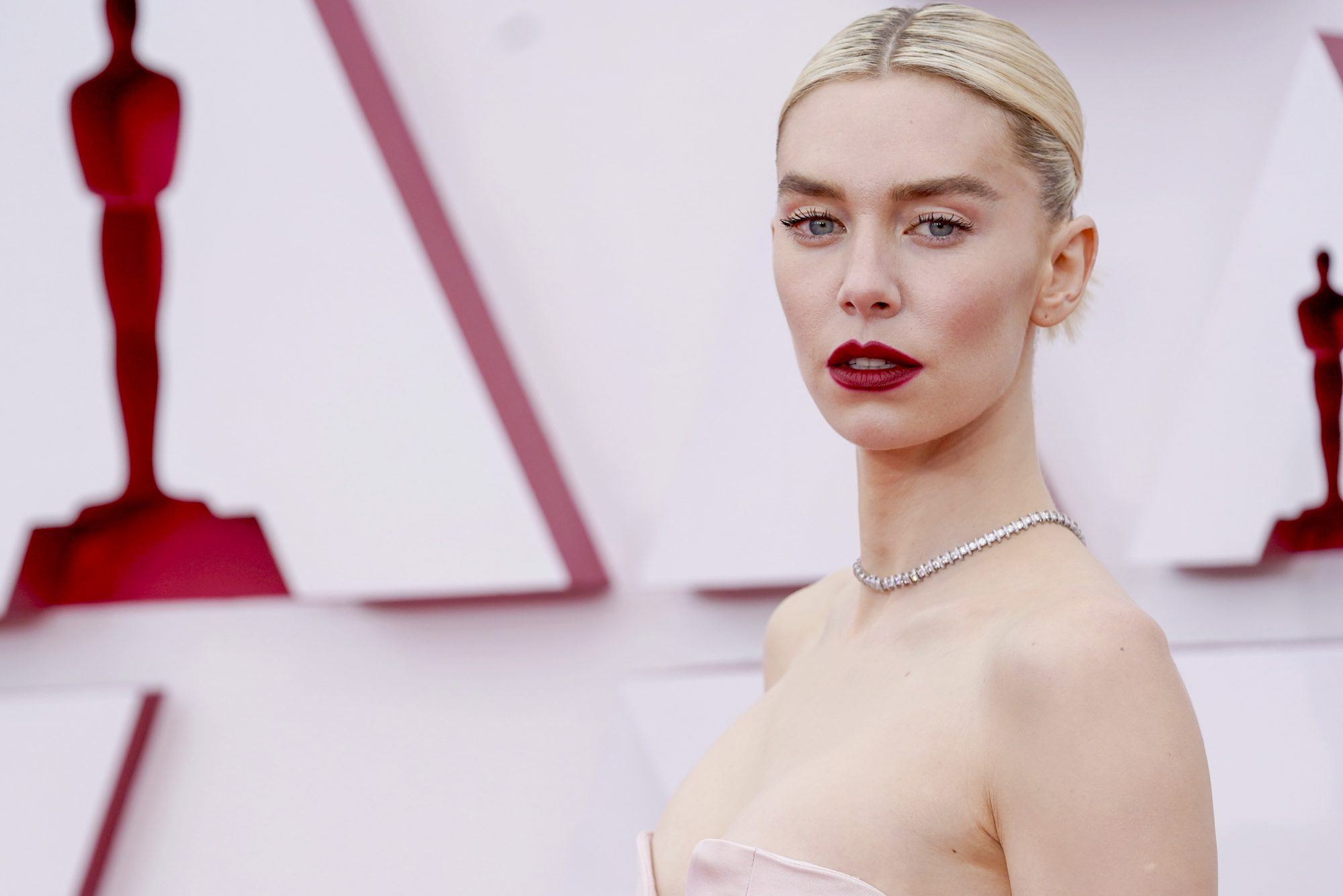 vanessa kirby gucci gloss oscars 2021 makeup beauty