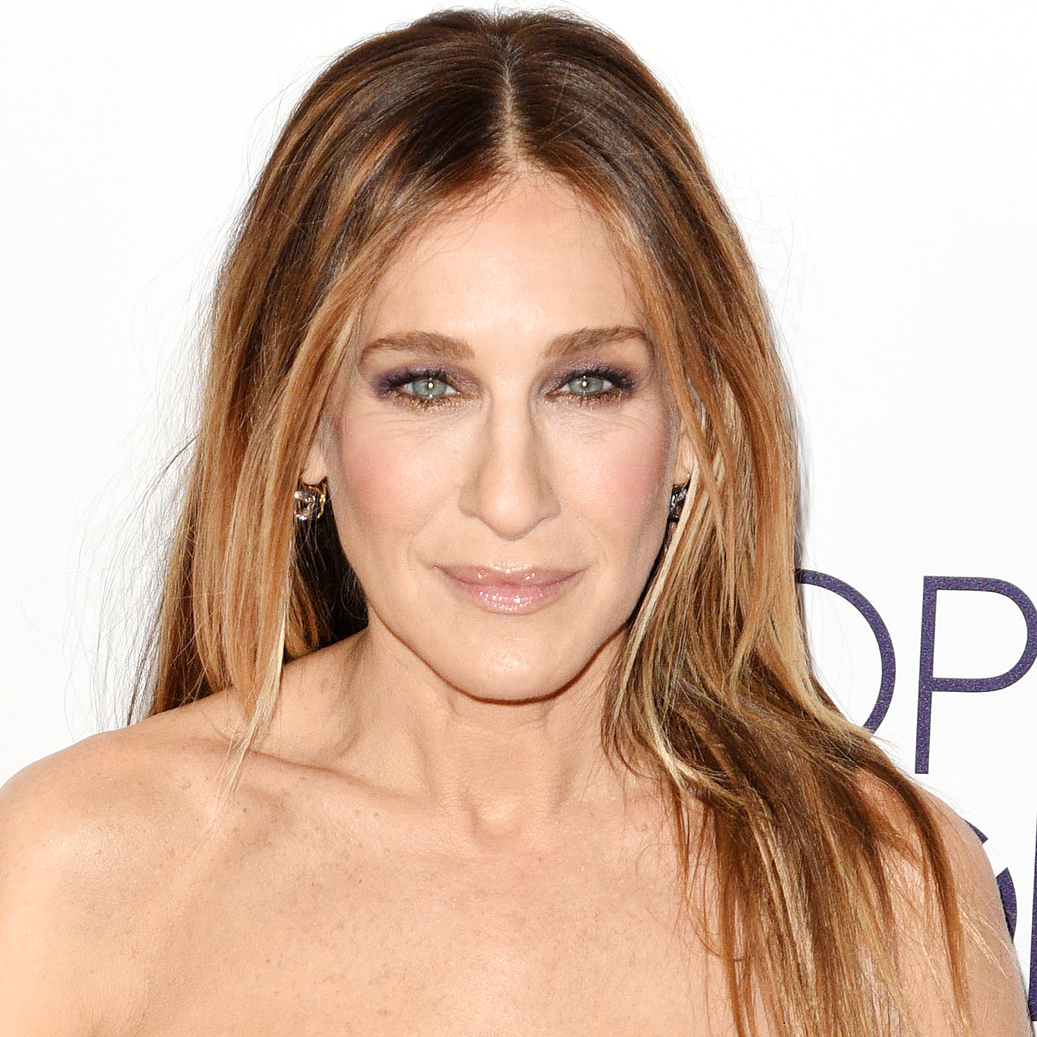JANUARY 18:  Sarah Jessica Parker poses at the People's Choice Awards 2017 at Microsoft Theater on January 18, 2017 in Los Angeles, California.  (Photo by C Flanigan/Getty Images)