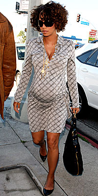 Halle Berry, Juicy Couture, pregnant, maternity style, celebrity style, pregnant celebrities