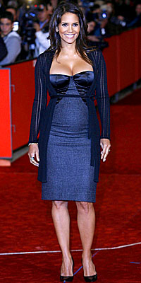 Halle Berry, Dolce & Gabbana, pregnant, maternity style, pregnant celebrities, celebrity style