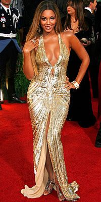 Cover Exclusives, Beyonce's Greatest Red-Carpet Looks, 2007 Golden Globes in Elie Saab