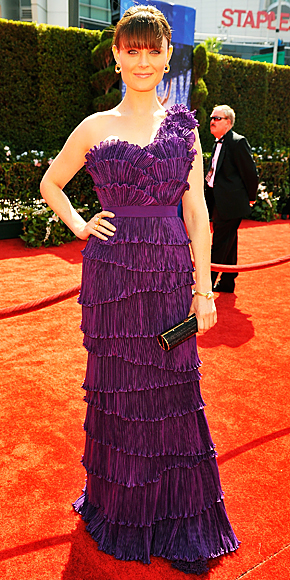 The 2010 Emmy Awards Fashion - Emily Deschanel