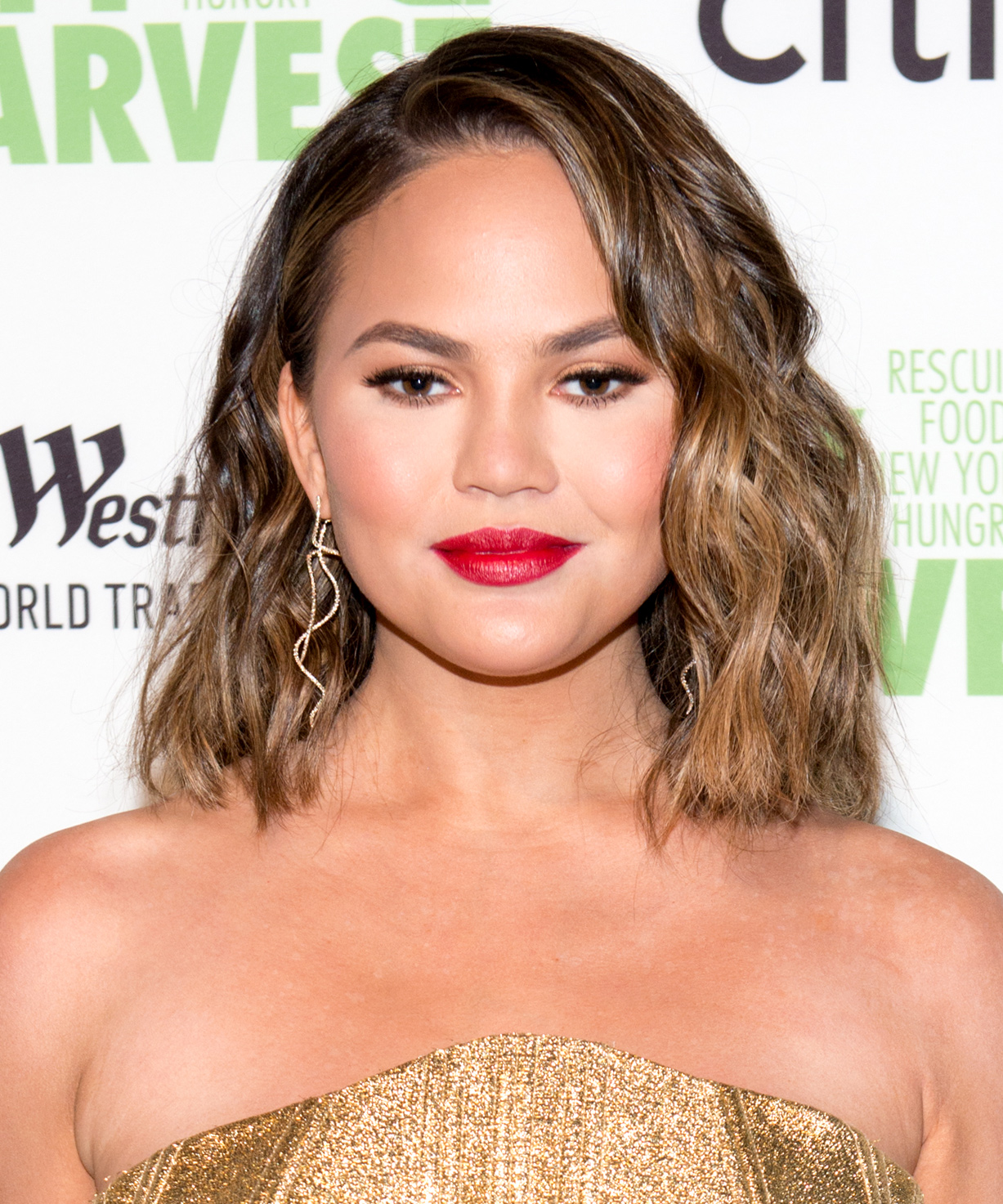 Chrissy Teigen's Beachy Waves