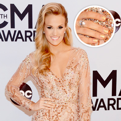 Carrie Underwood's Gold Glitter Mani