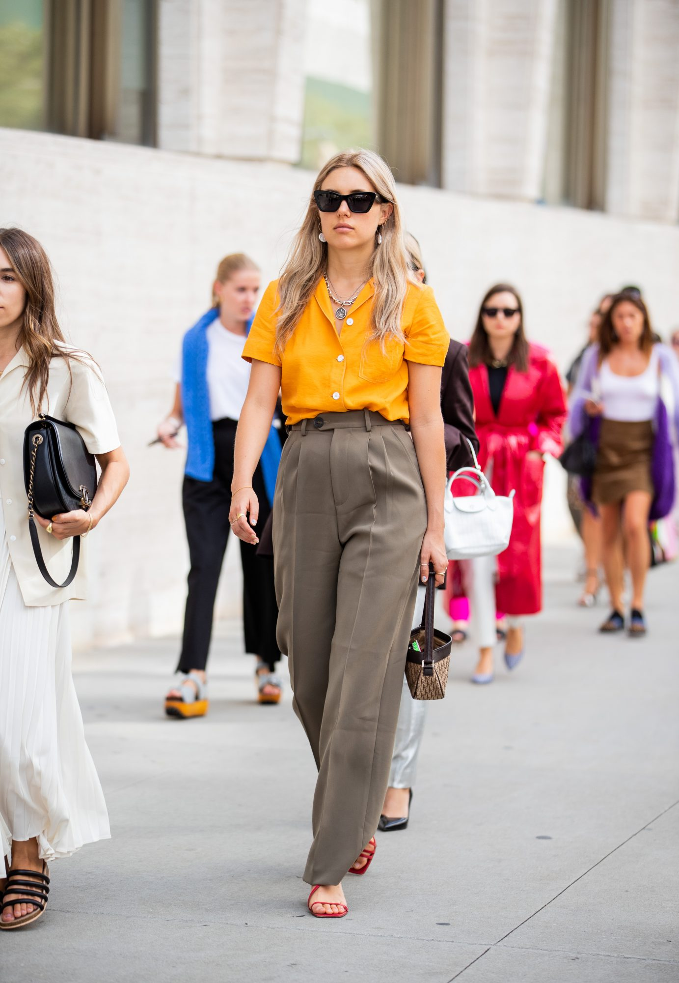 Summer Outfits, Summer Office Outfit Idea, Work Outfits, Beige Pants