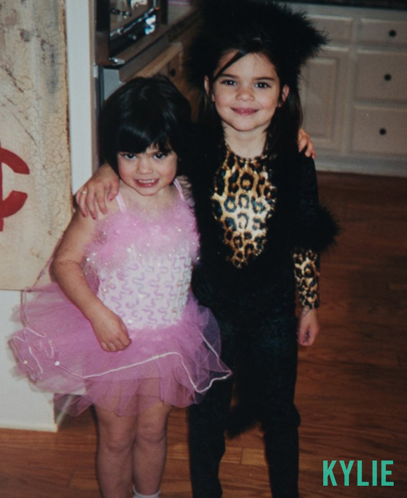 Kendall & Kylie Halloween - Embed