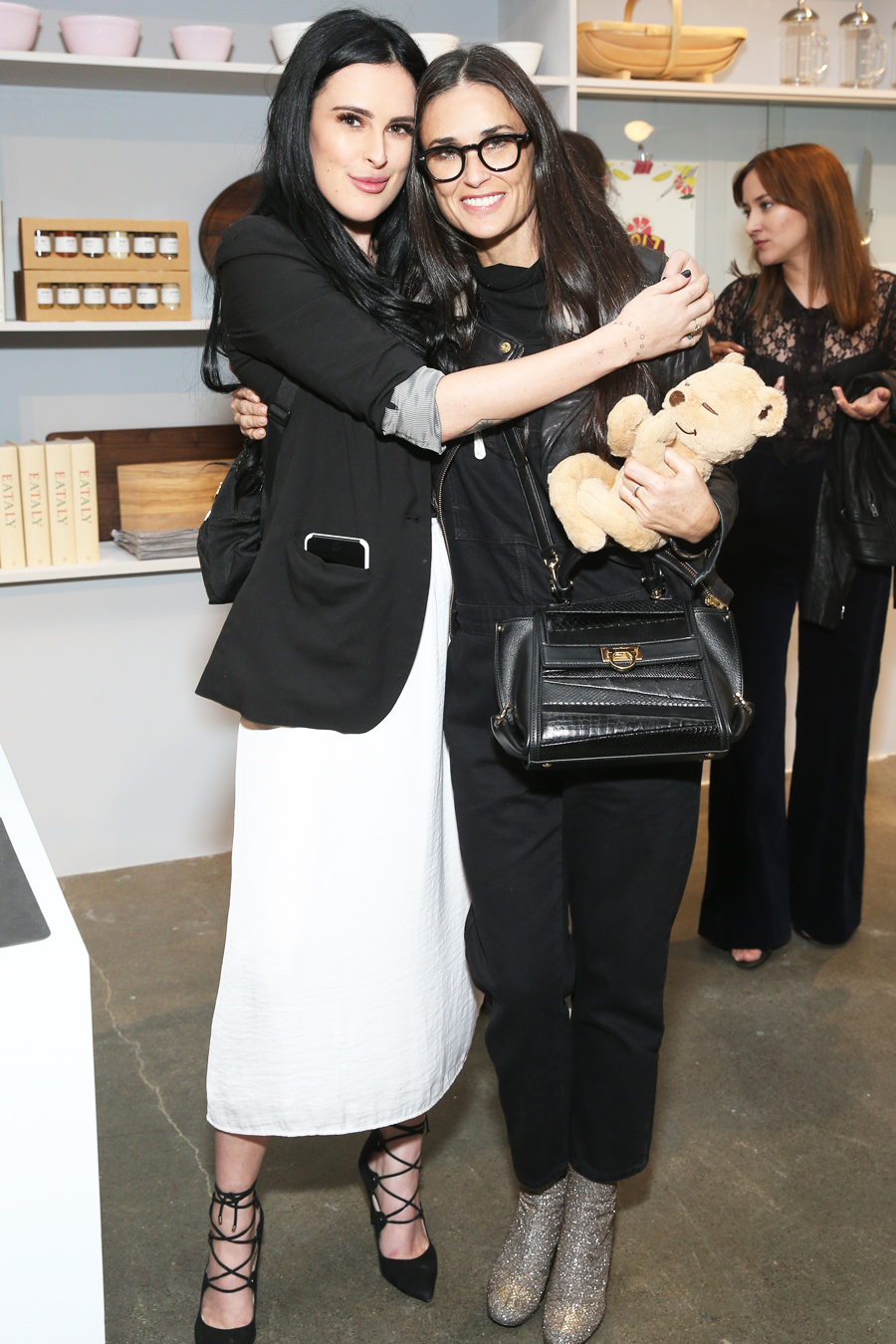 Goop Store Opening - Demi and Rumer - Embed