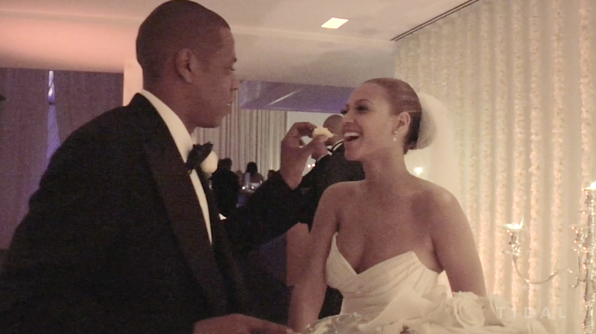 You haven't LIVED until you've seen Jay feed Bey wedding cake.