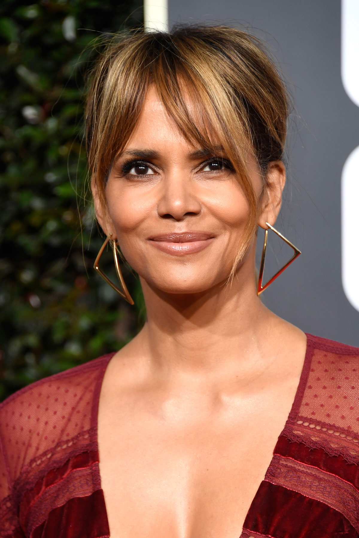 How to Grow Out Bangs - Halle Berry
