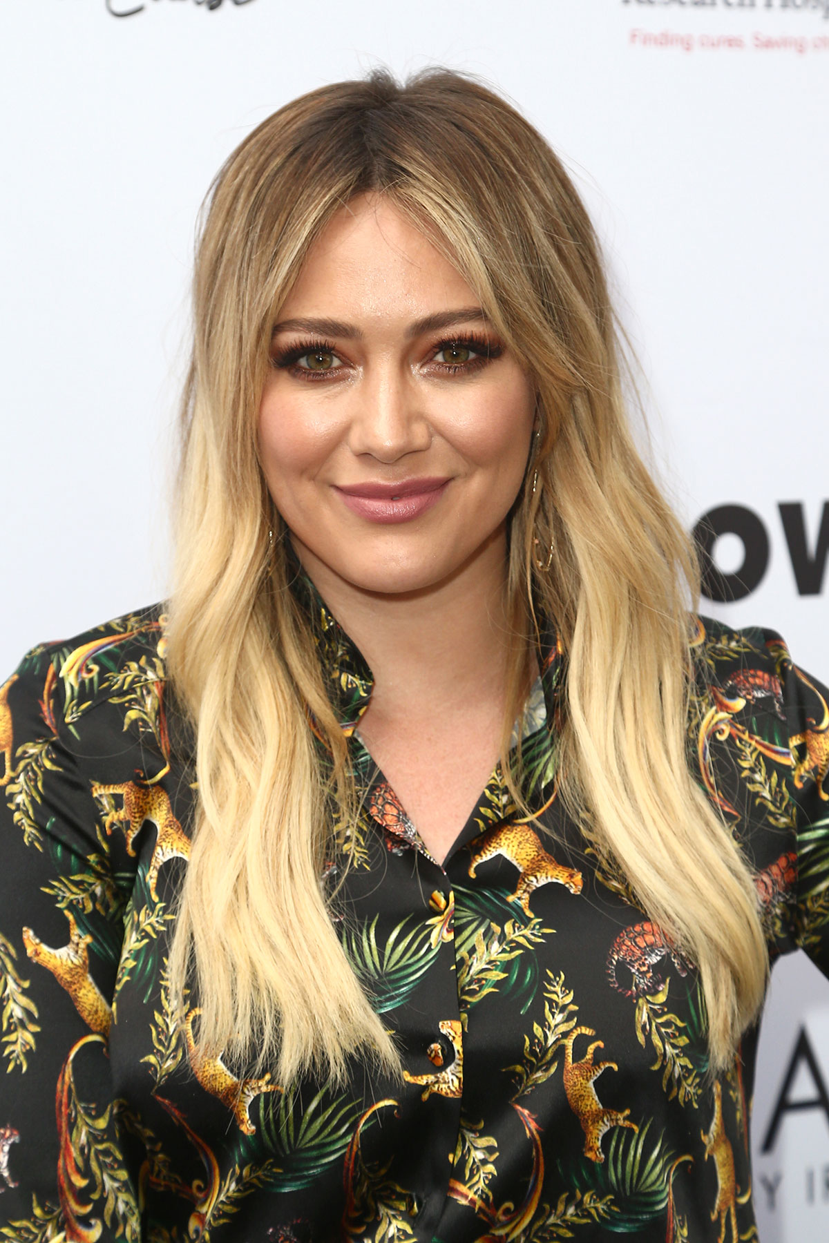 How to Grow Out Bangs - Hilary Duff