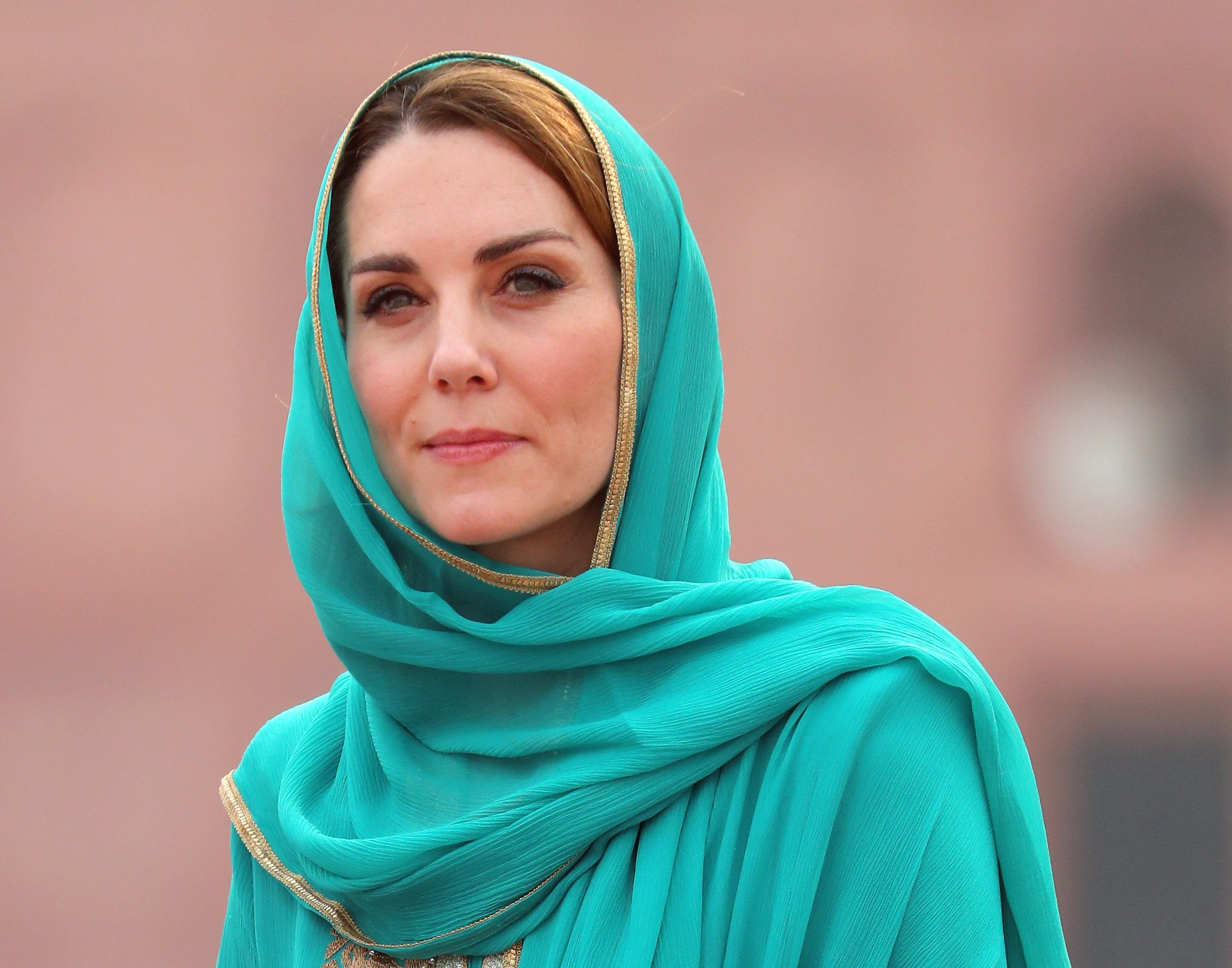 Kate Middleton visiting Badshahi Mosque