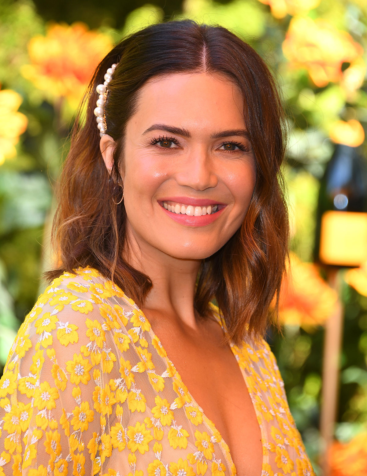 Mandy Moore's Wavy Bob and Pearl Hair Pin