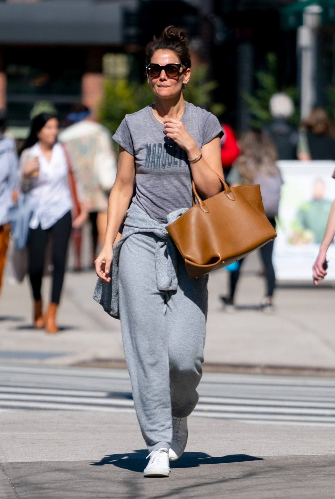 Celebrities keep wearing this oversized bag trend