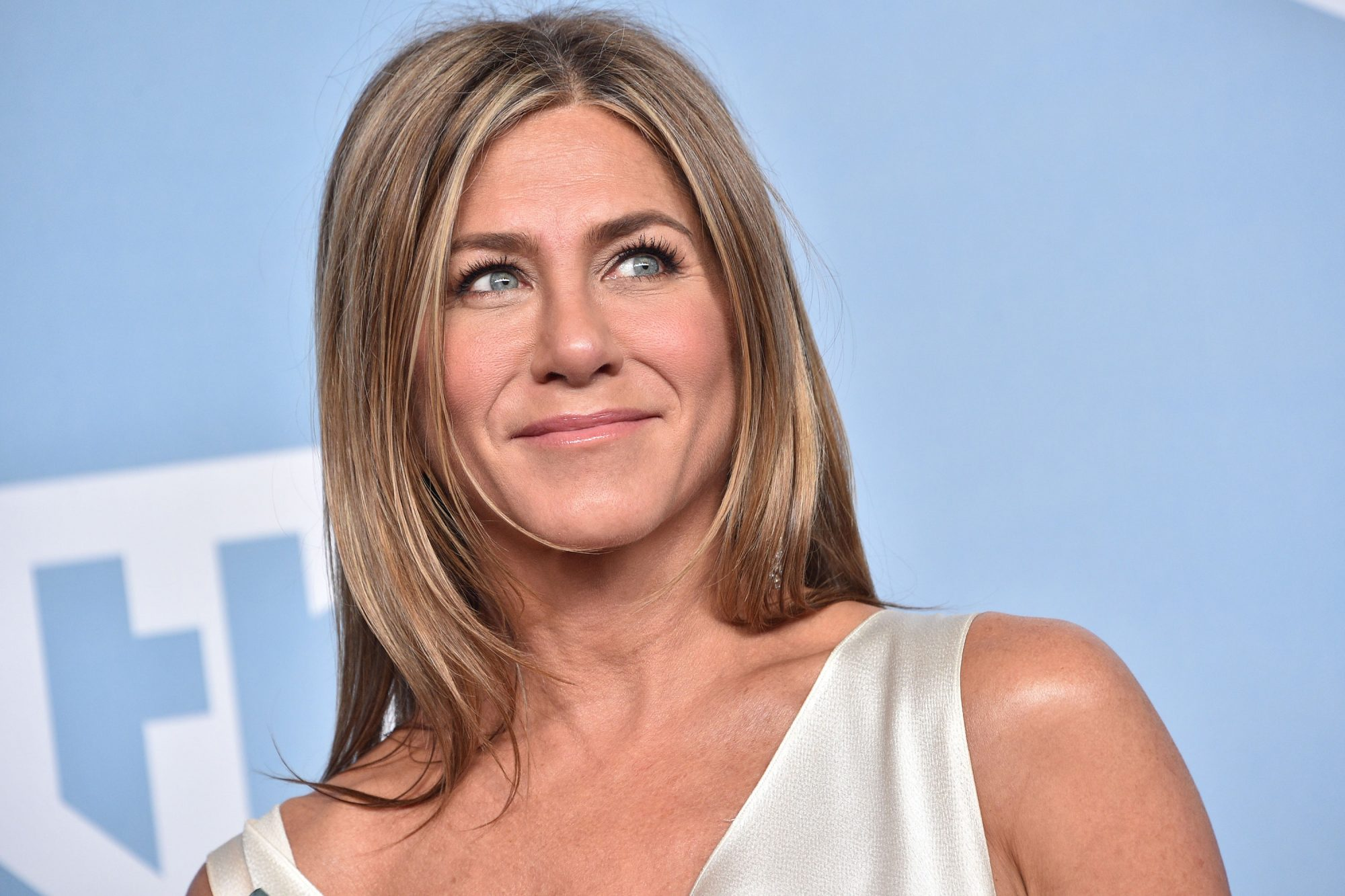 Jennifer Aniston Tie Dye Mask Trend