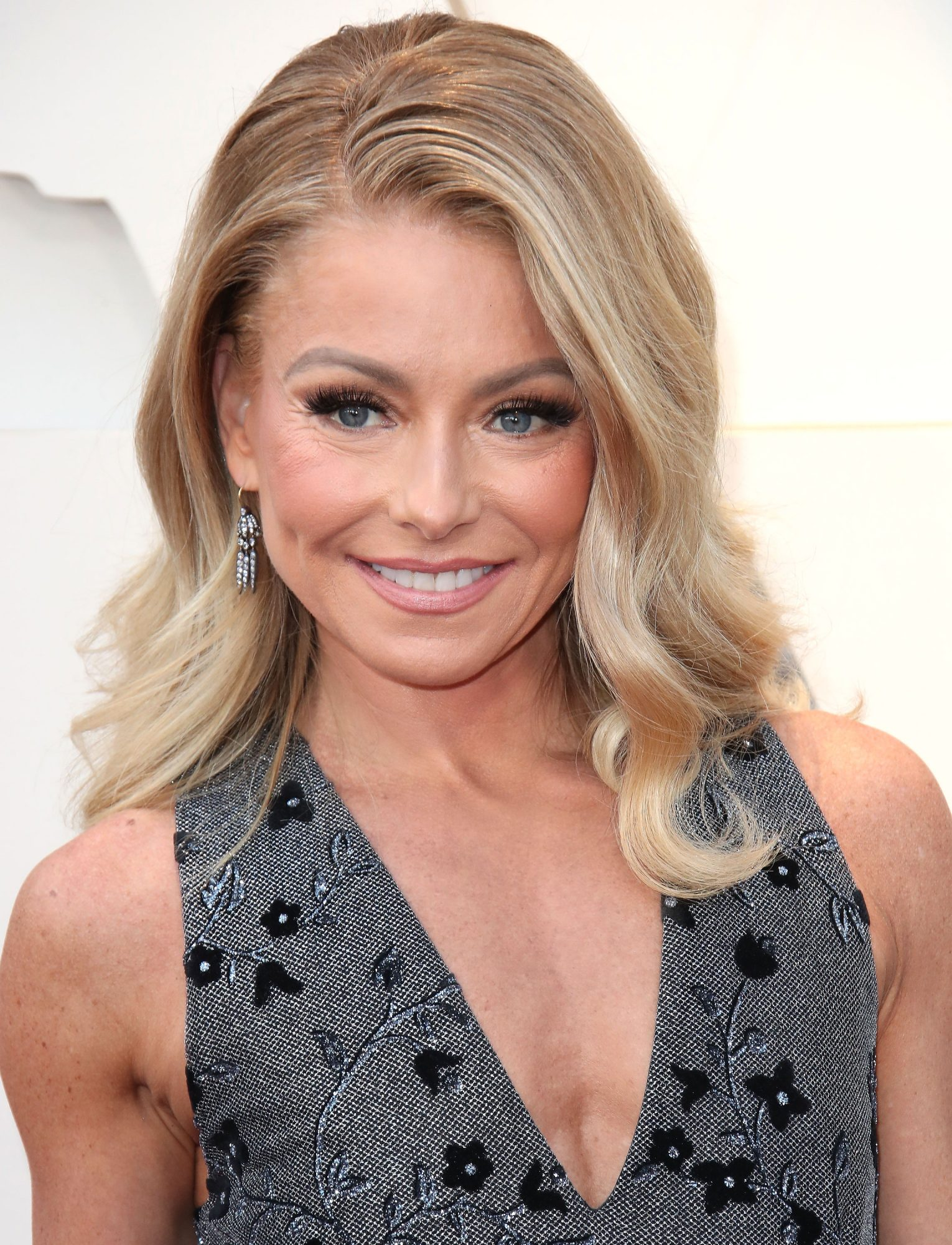 Kelly Ripa's Root Touch Up Secret from L'Oreal