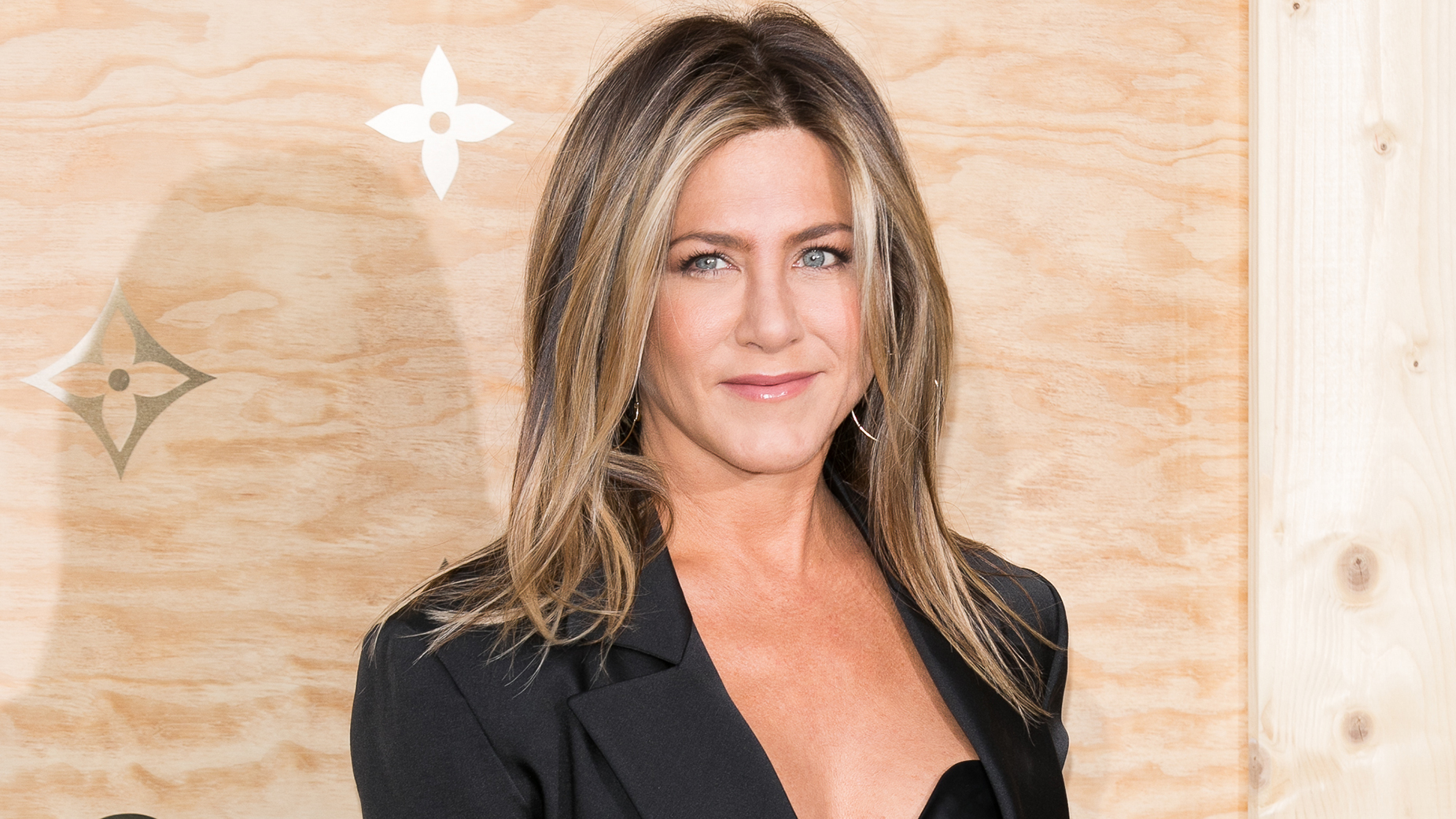 Jennifer Aniston attends the 'Louis Vuitton Masters: a collaboration with Jeff Koons' dinne