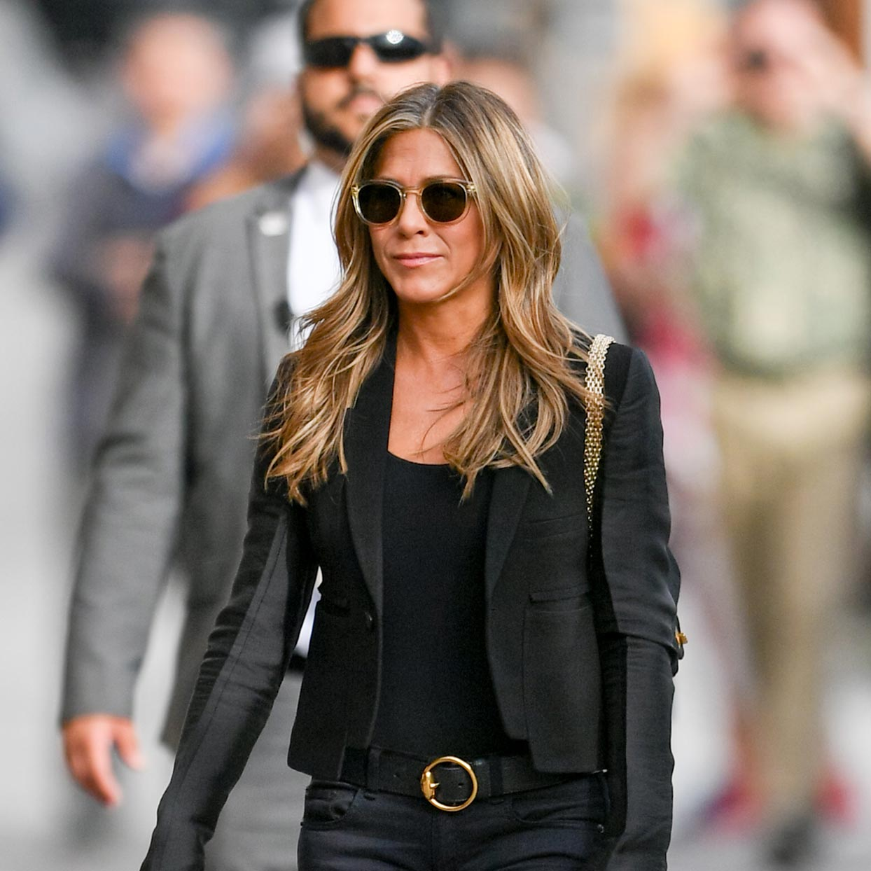 113020-ECOMM-Jennifer-Aniston-SOC