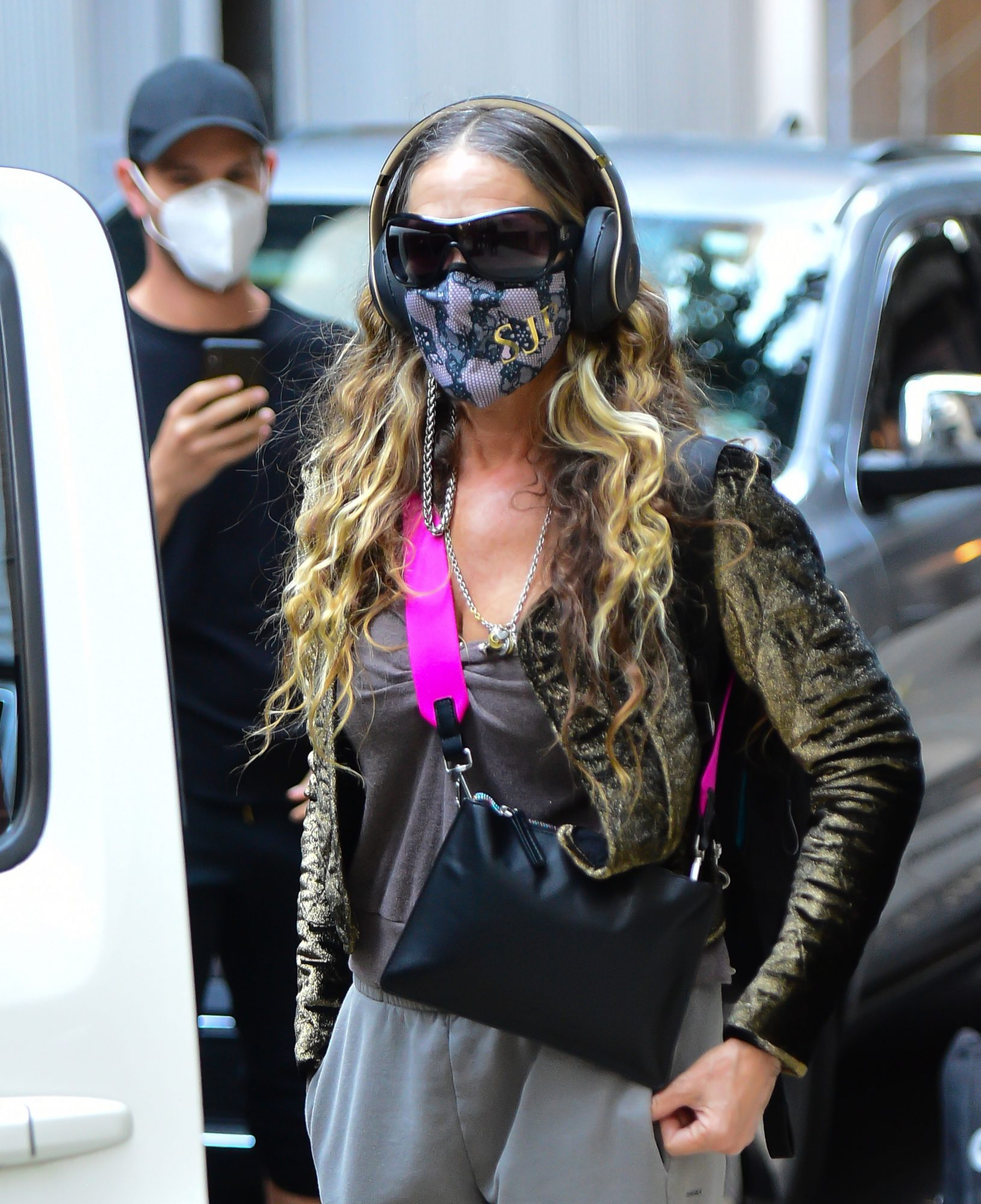 SJP Keeps Wearing this Face Chain Mask on Repeat