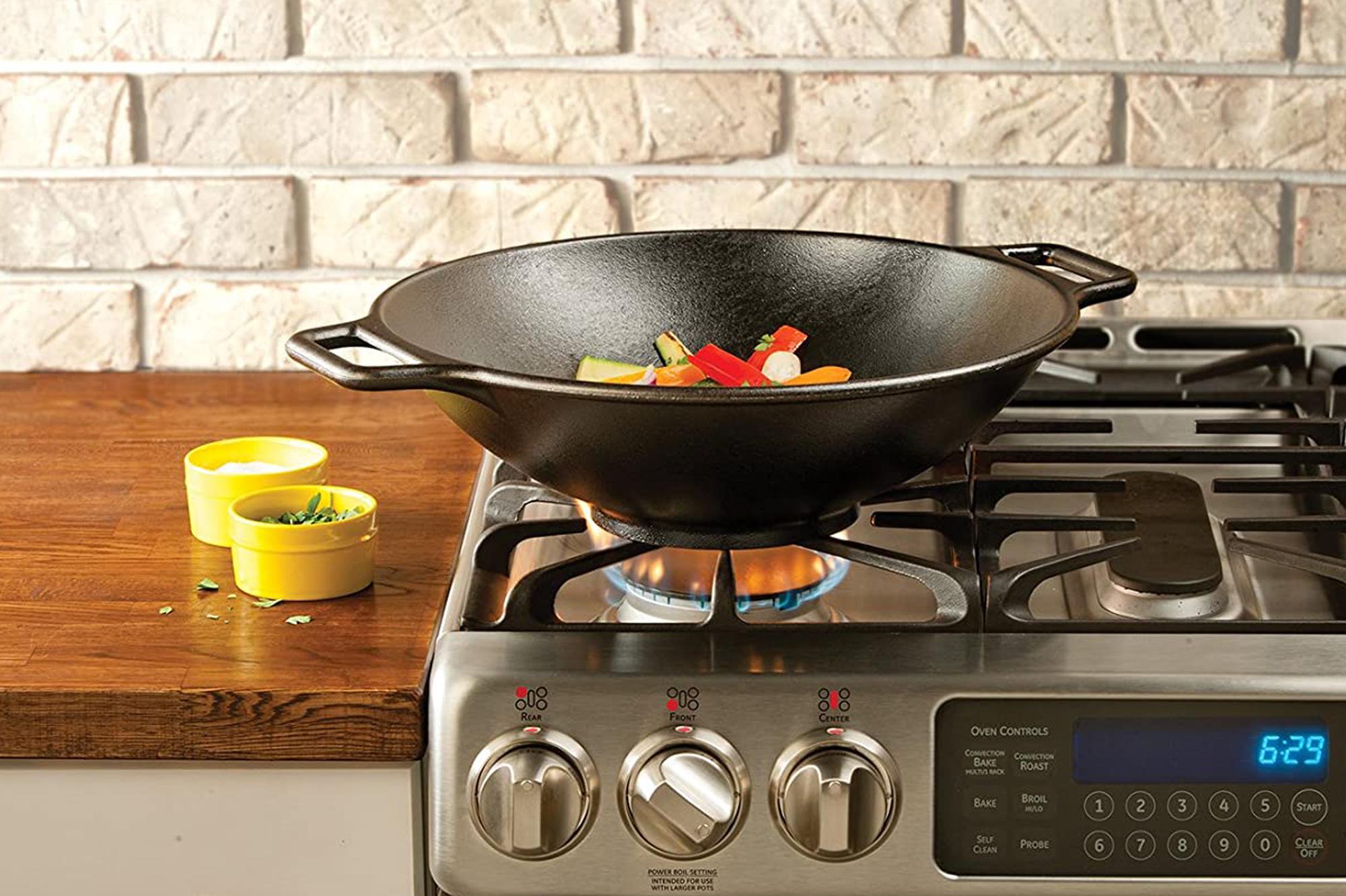 lodge wok