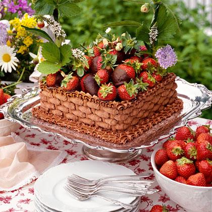 Chocolate-Strawberry Basket Cake