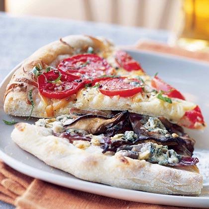 Tomato Pizza with Garlic and Smoked Gouda