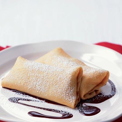 Crepes with Bananas and Hazelnut-Chocolate Sauce