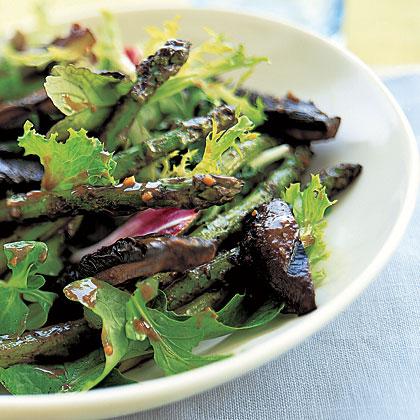 Grilled Mushroom-and-Asparagus Salad