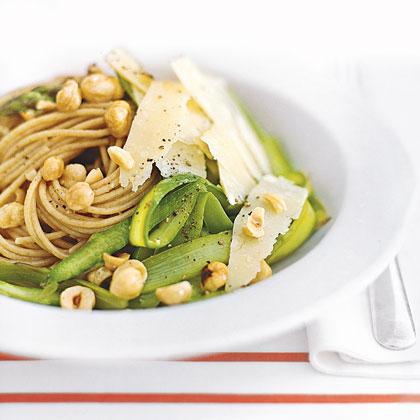 Whole-Wheat Spaghetti with Hazelnuts and Asparagus