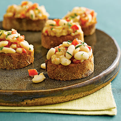 White-Bean-and-Roasted-Red-Pepper Crostini