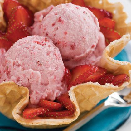 Vanilla Ice Cream With Fruit Blend