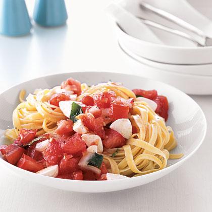 Pasta with Marinated Tomatoes and Mozzarella