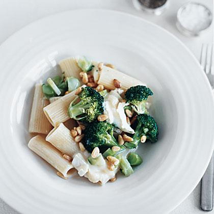 Creamy Rigatoni with Broccoli and Brie