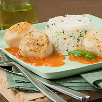 Seared Diver Scallops With Thai-Flavored Jasmine Rice