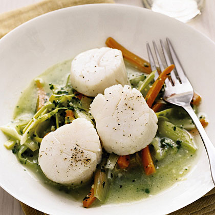 Poached Scallops with Leeks and Carrots