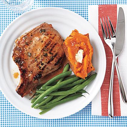 Apricot-Glazed Grilled Pork Chops