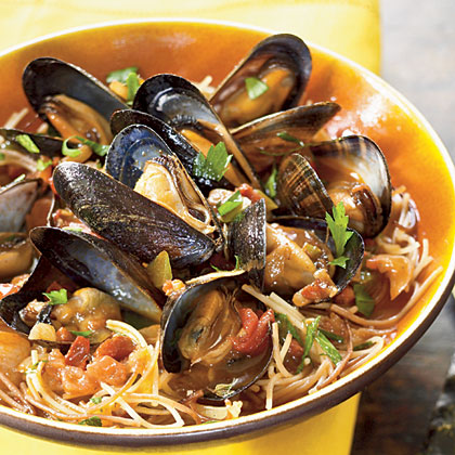 Fideos with Chorizo and Mussels