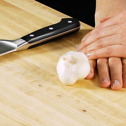 Peeling and Mincing Garlic