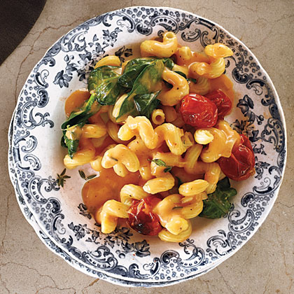 Blush Mac and Cheese with Tomatoes