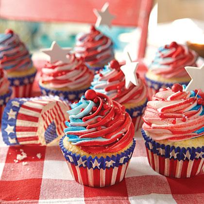 red-white-blue-cupcakes-x-1.jpg