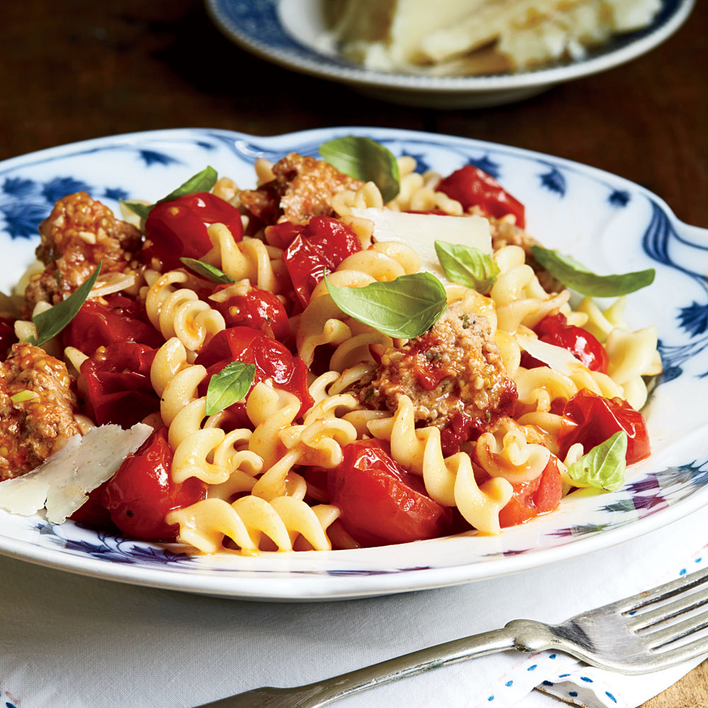 Rotini with Crumbled Turkey and Tomato Sauce