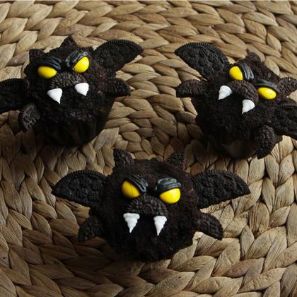 bat-cupcakes-mr.jpeg