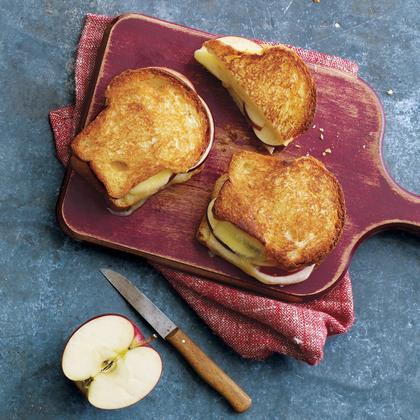 grilled-apple-cheddar-sandwiches-ay.jpg