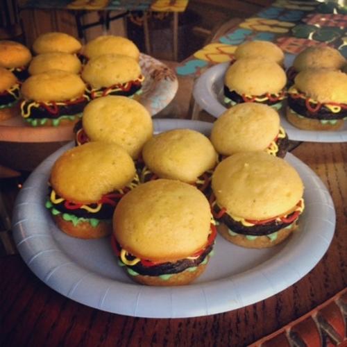 hamburger-cupcakes-mr-1.jpg