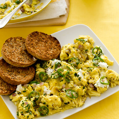 cheesy-cast-iron-skillet-scrambled-eggs-xl.jpg